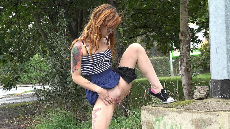 Girl in Tattoos and pissing outdoor / 01.12.16 [G2P / FullHD]