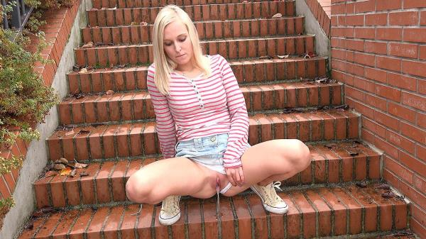 (Got2Pee | FullHD) Amateur - Brick Steps Dec 14, 2016 (137 MB/2016)