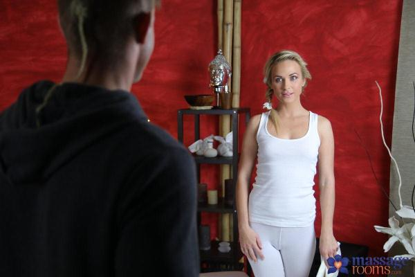 MassageRooms, SexyHub - Vinna Reed - Hot blonde fucks girl's boyfriend [SD, 480p]