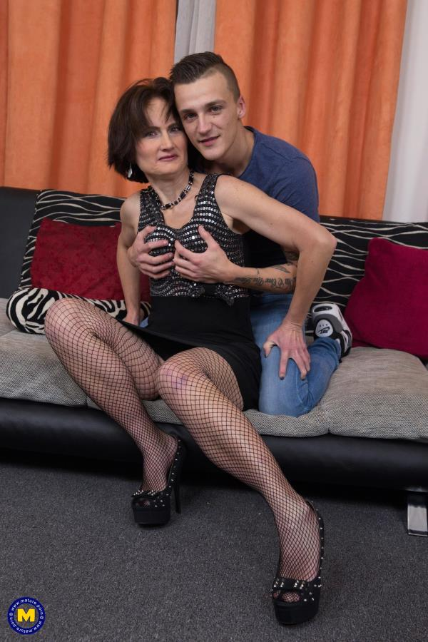 Mature.nl: Alice S. (51) - Naughty housewife doing her toyboy (2016/FullHD)