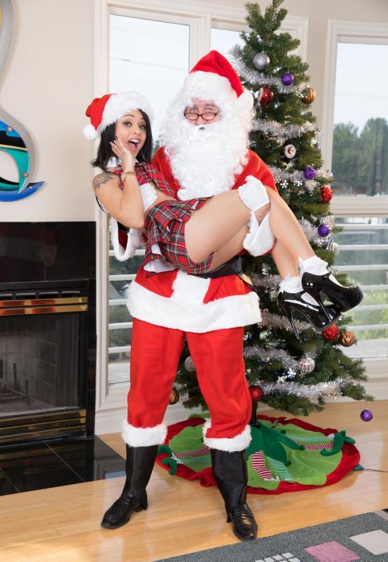 JulesJordan - Holly Hendrix - Ho Ho Ho… Santa Gave Me Anal For Christmas! [FullHD 1080p]