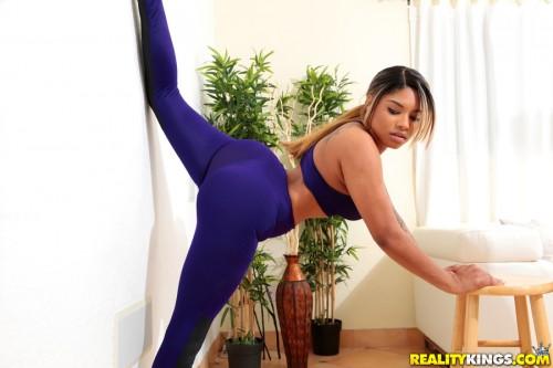 RoundAndBrown/RealityKings: Carla Banks - Super Split  [SD 432p]