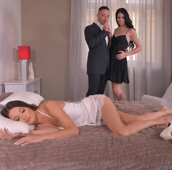 OnlyBlowJob/DDFNetwork: Roxy Dee, Lovenia Lux - Threesome Bedroom Treat - A Sexy Cock-Sharing Experience  [SD 540p]  (Threesome)