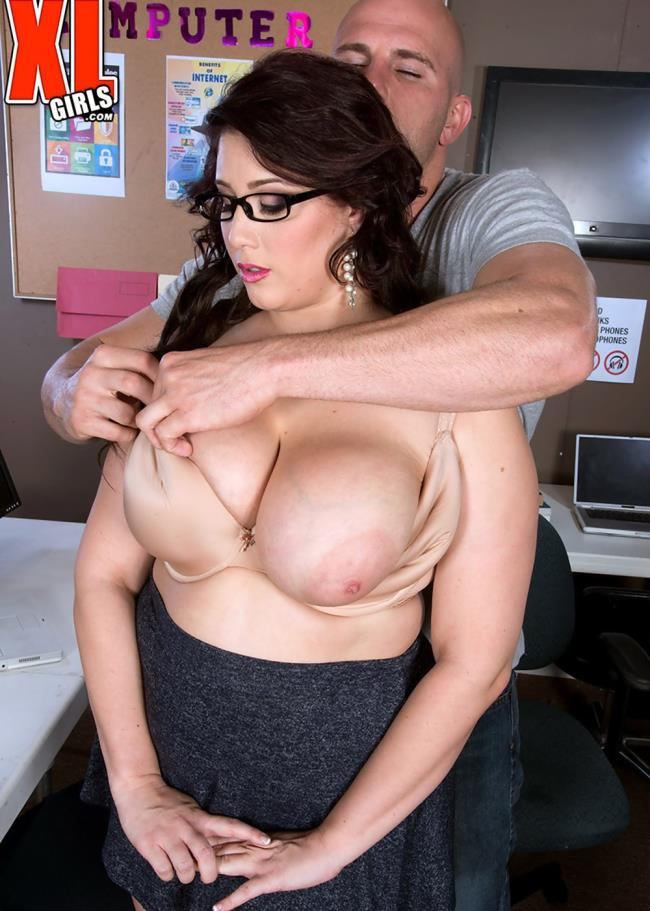 XLGirls/PornMegaLoad: Angel DeLuca - Uploading Into Angel   [HD 720p]  (Milf)