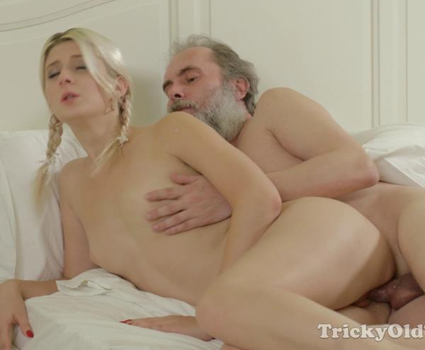 Gabby - Gabby fucks her tutor in her own bedroom (2016/4K)