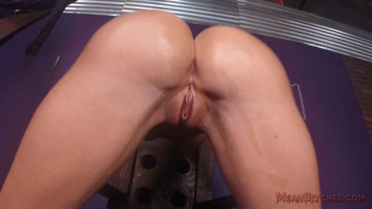 Meanbitches, MeanWorld: Courtney Taylor - POV (FullHD/1080p/228 MB) 20.12.2016