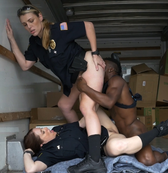 BlackPatrol: Maggie Green, Joslyn - Black suspect taken on a rough ride, gets horny Milf cops wet and fucking on stolen goods.  [HD 720p]  (Interracial)