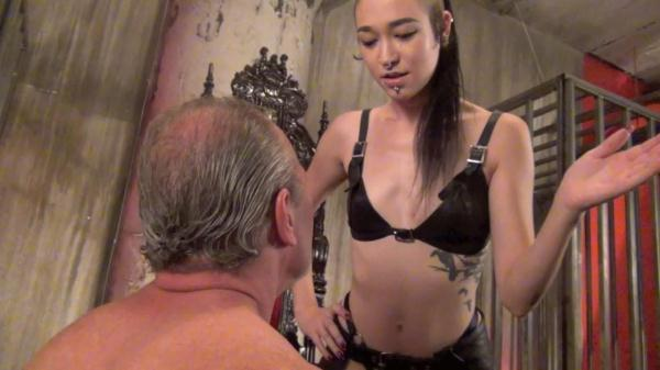 Mistress Luzia Lowe - A cruel and sadistic slapping - Clips4sale.com (HD, 720p)