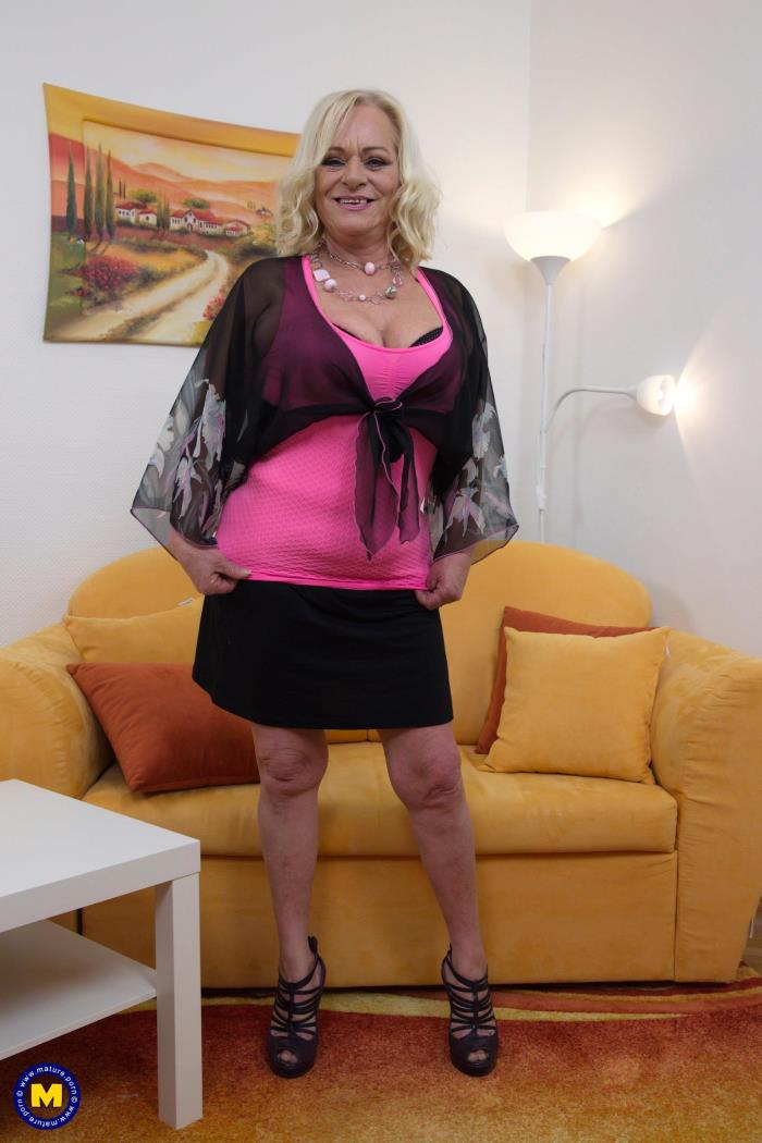 Mature.nl: Sara V. (60) - Kinky mature lady fooling around (2017/FullHD)