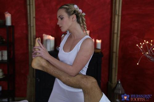 MassageRooms.com / SexyHub.com [Vinna Reed - Hot cum all over blonde\'s tight ass] SD, 480p