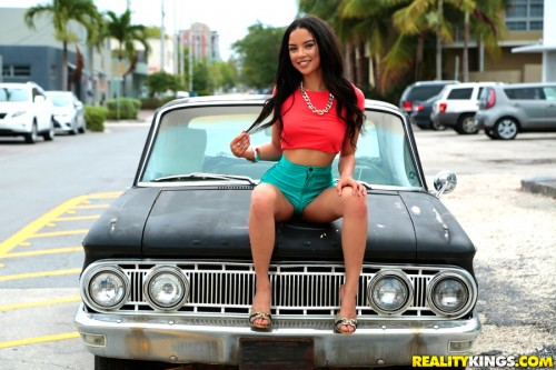 8thStreetLatinas/RealityKings: Maya Bijou - Street talk  [SD 432p]  (Teen)