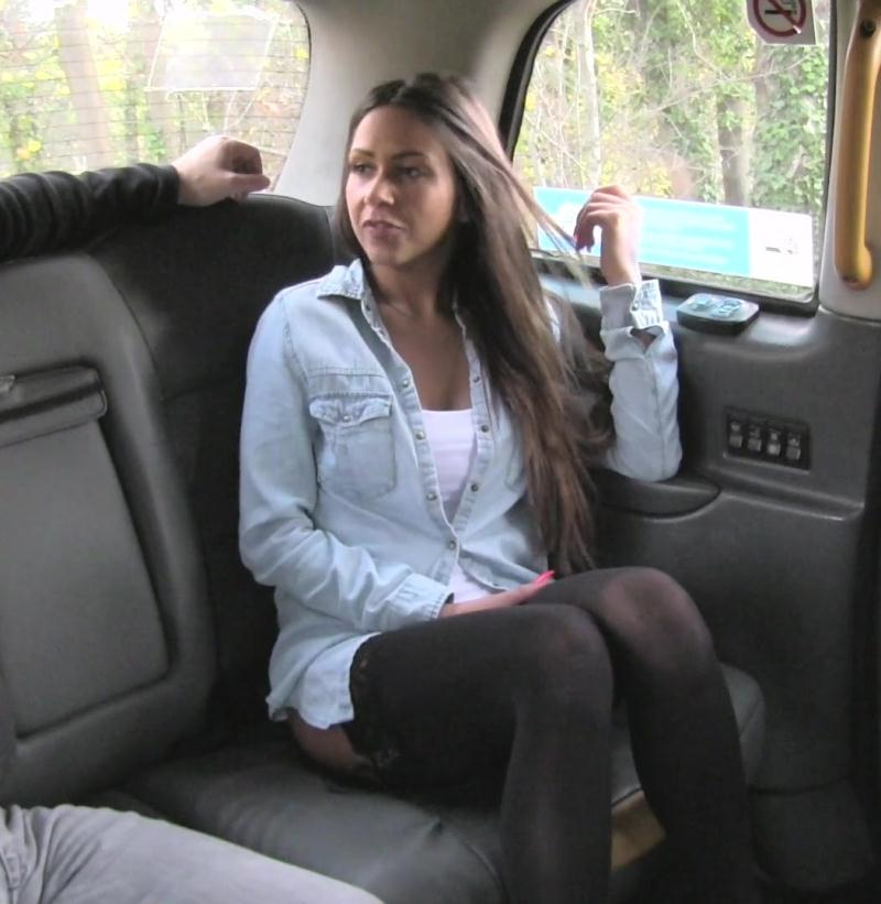 FakeTaxi: Roxxy Lea - Great body and nice tits brunette  [HD 720p] (597 MiB)