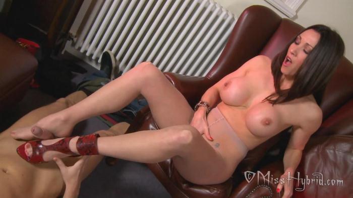Miss Hybrid - Pantyhose Foot Fun Handyman Huge Cock Cum (Misshybrid) FullHD 1080p