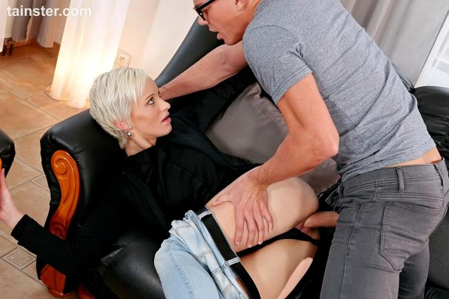 A lesson in fully clothed pissing - Janie Sky - Tainster.com