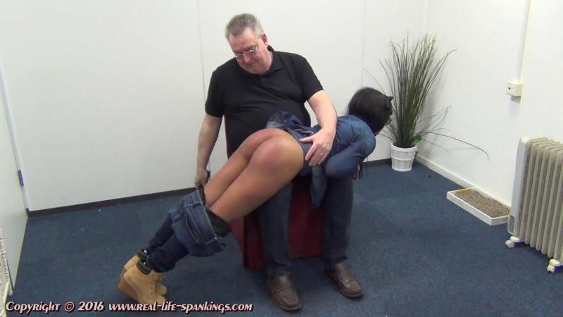 (Ebony / MP4) Lola Marie joins RLS Real-Life-Spankings.com - FullHD 1080p