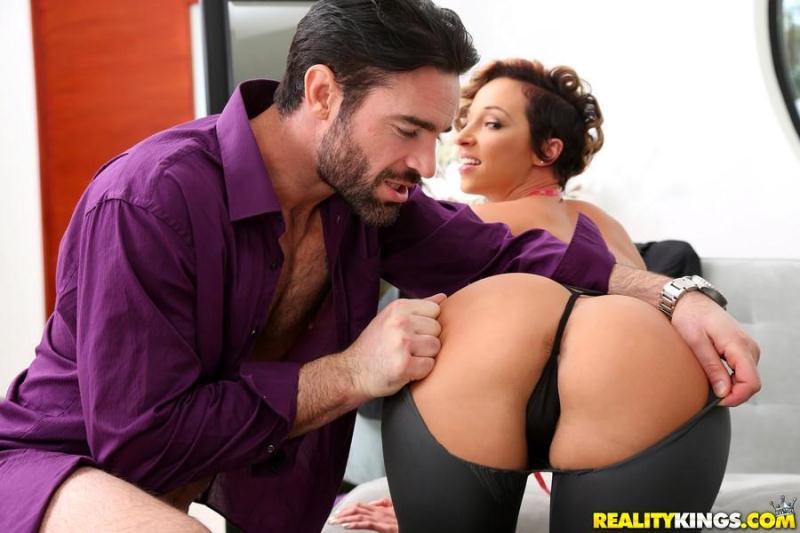 MonsterCurves.com / RealityKings.com: Jada Stevens - Sexy Seamstress [SD] (471 MB)