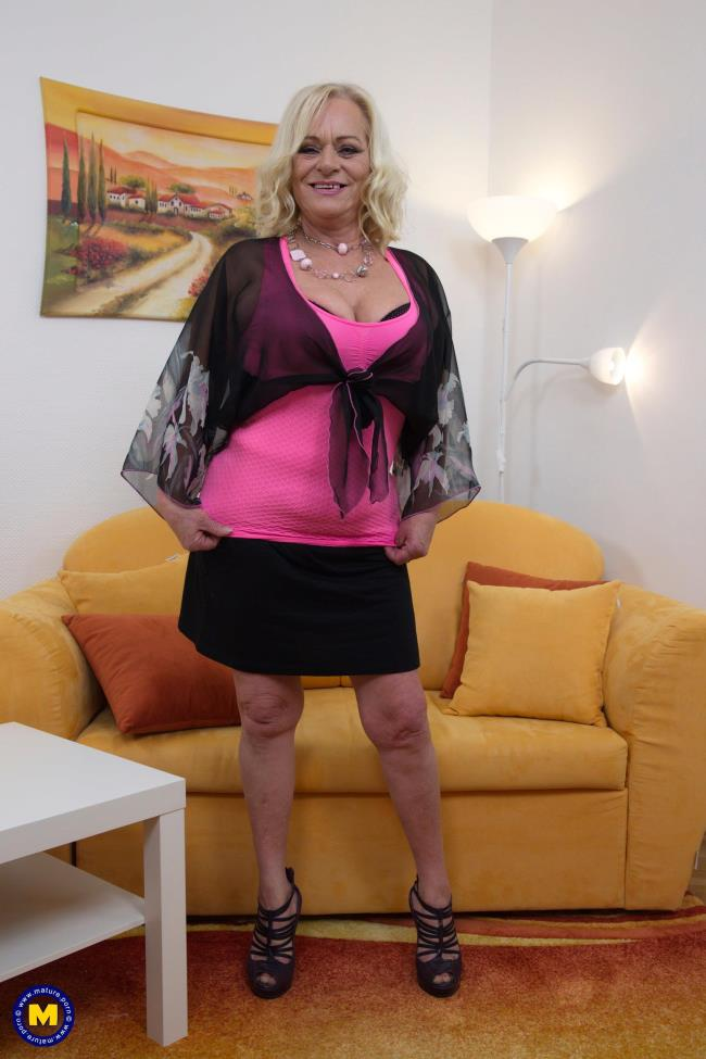 Mature.nl: Sara V. (60) - Kinky mature lady fooling around (FullHD/2017)