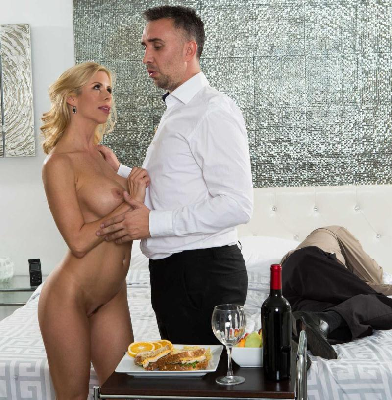 RealWifeStories/Brazzers: Alexis Fawx - While My Husband Was Passed Out  [HD 720p] (1.33 GiB)