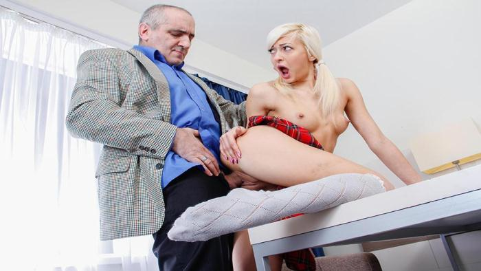 Lola Shine - Blondie rewards old teacher for his hard job (TrickyOldTeacher) HD 720p