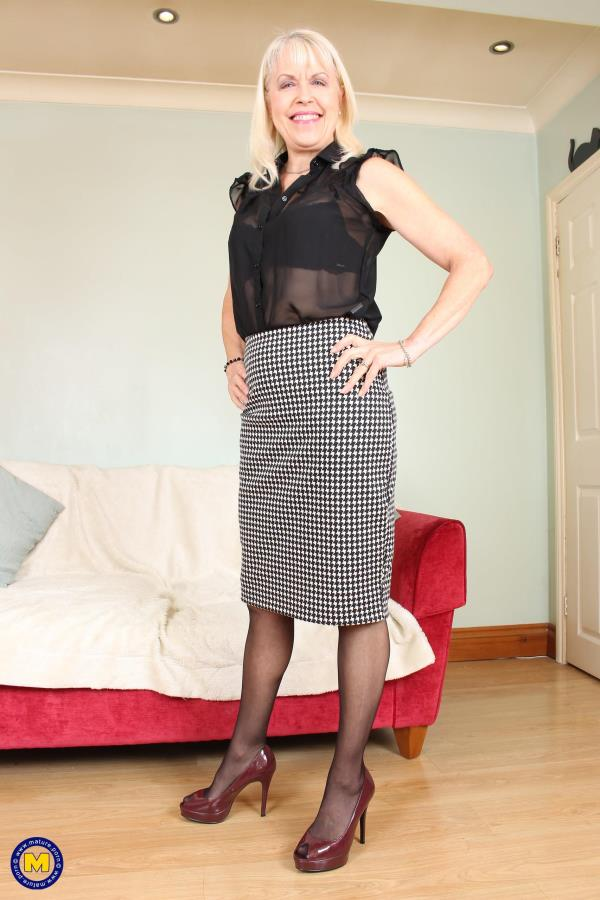 British mature lady playing with herself: Lady Sextasy (EU) (64) - Mature.nl 1080p