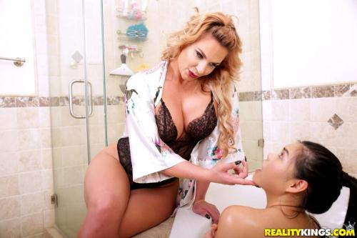 RKPrime.com / RealityKings.com [Phoenix Marie, Cindy Starfall - Bubble Bath] SD, 432p