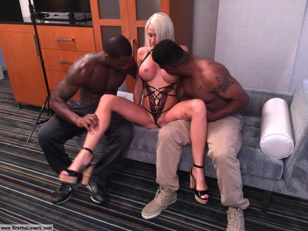 Cindy Sun - Cindy Sun & Cash & Pipe Laya (InterracialSexx) [FullHD 1080p]