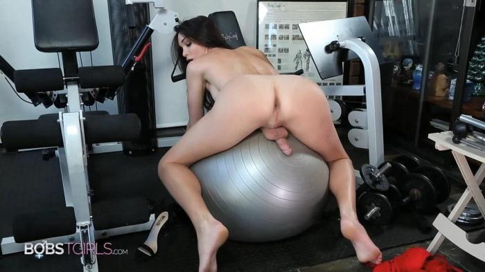 Jonelle Brooks - Workout and Shower (BobsTgirls) FullHD 1080p