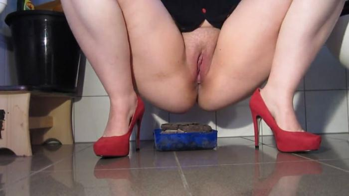 Red Pumps and large piles - Solo Scat (Scat Porn) FullHD 1080p