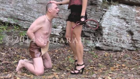 SaharaEve: Outdoor Whipping old slave (SD/450p/353 MB) 17.01.2017