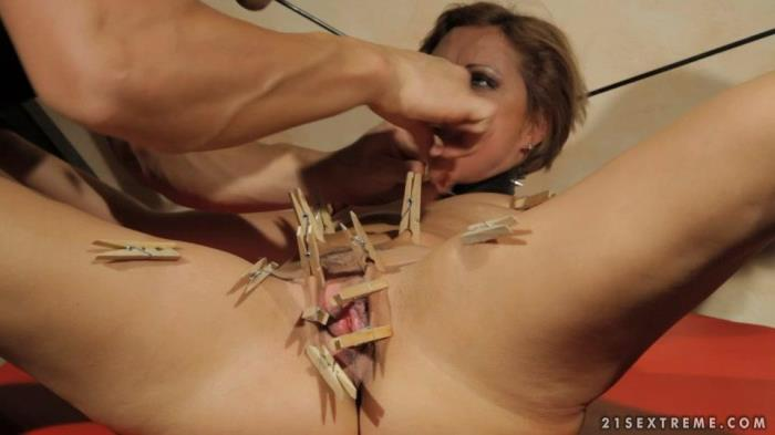 Helpless Lauren loves torture [SD 540p]