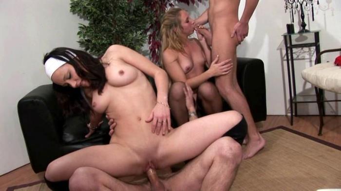 JacquieEtMichelTV.net - Candice, Samantha - C'est l'orgie ! [SD 480p]