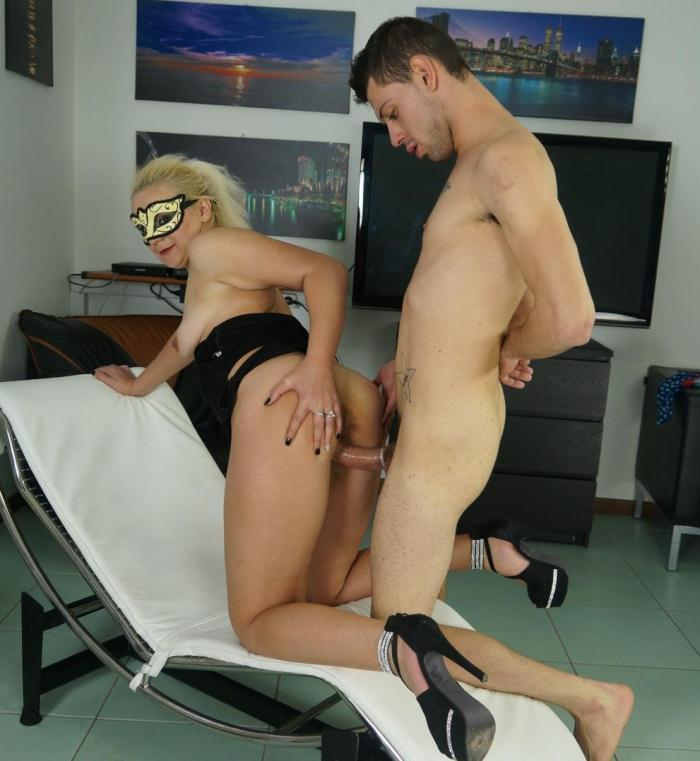 ScambistiMaturi/PornDoePremium: Gloria D. - Blonde mature Italian amateur gets banged and cum covered by Fabry Horse  [HD 720p]  (BBW, MILF)
