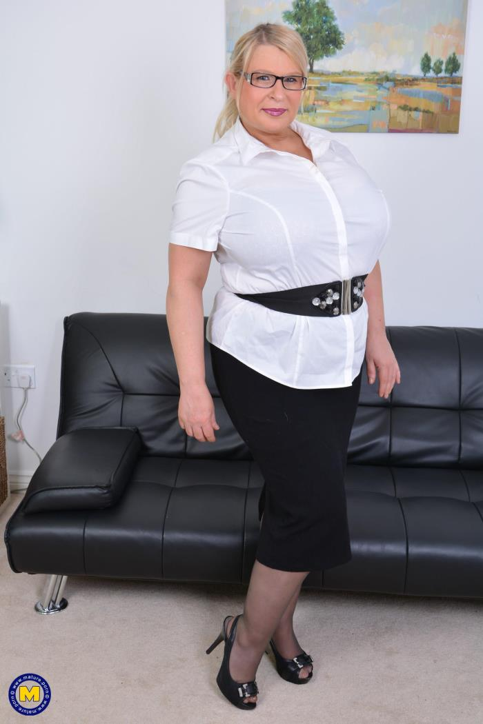 Mature.nl: Sammy Sanders (EU) (47) - British huge breasted housewife fooling around (2017/FullHD)