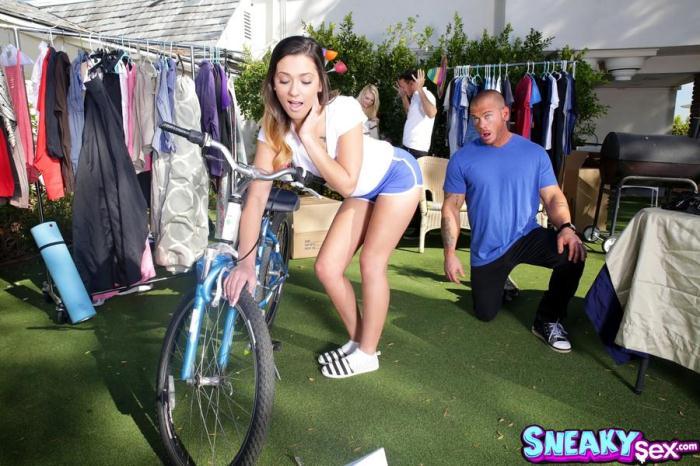 SneakySex, RealityKings - Jaye Summers - Yard Sale [SD / 432p / Teen]