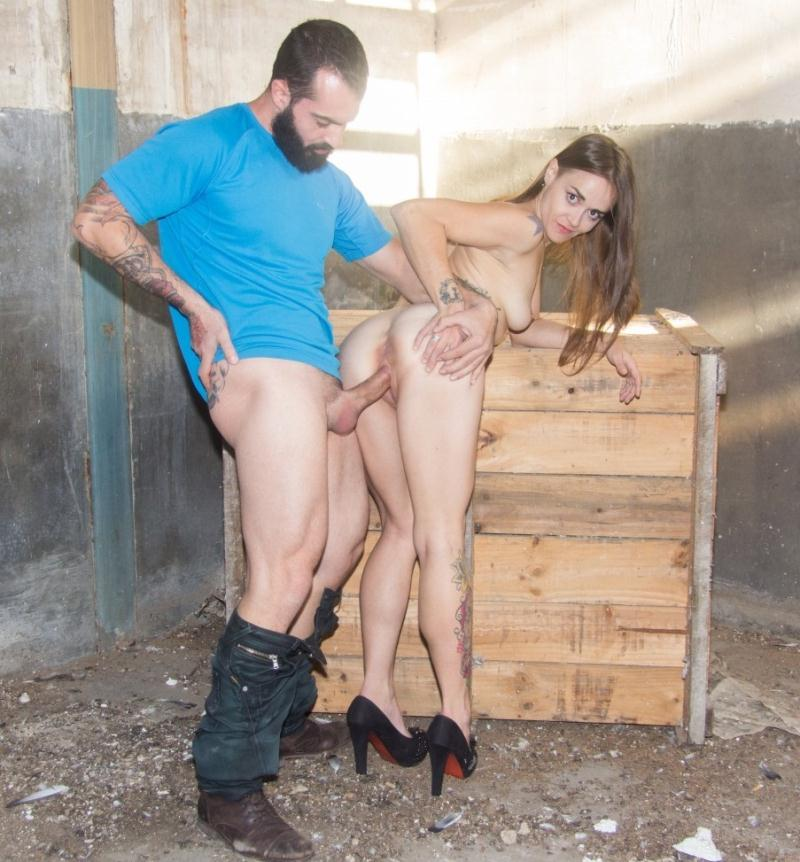 ChicasLoca/PornDoePremium - Sandy Alser [Hot fuck and facial in an abandoned place for amateur Spanish babe] (HD 720p)