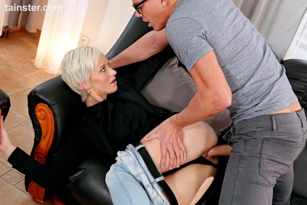 Janie Sky [FullHD Tainster.com] A lesson in fully clothed pissing