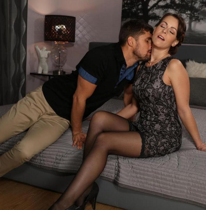 MomXXX - Caroline Ardolino - Housewife in stockings squirting  [HD  720p]