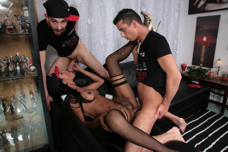 Priscylla Modella - Latina Tgirl Priscylla Modella Enjoys Two Cocks In Steamy Threesome / 18 Jan 2017 [TransBella / HD]