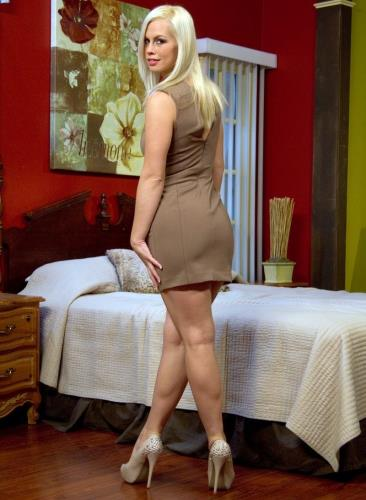 Beautiful Blonde gets set up by Boyfriend with Five Cocks - Tara Lynn Foxx (SiteRip/HardcoreGangbang/HD720p)