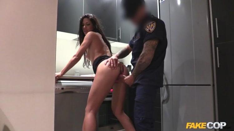 Alexa Tomas - Female Wanna Be Cop Having Hot Sex / 02.01.2017 [FakeCop / SD]