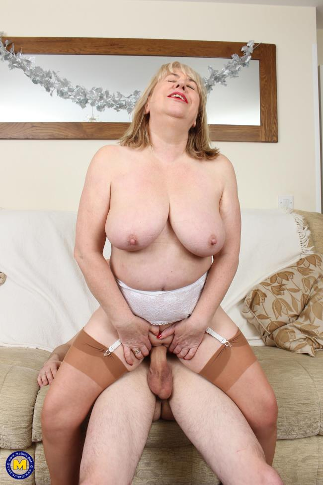 Mature.nl: Auntie Trisha (EU) (61) - British mature BBW doing her toyboy (FullHD/2017)