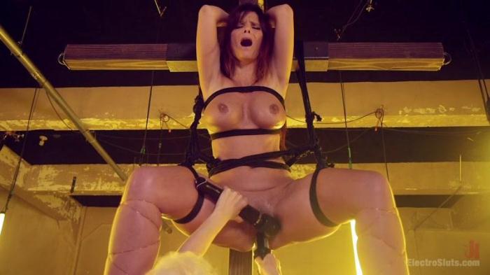 ElectroSluts.com / Kink.com - Lorelei Lee, Syren de Mer - Desperate Slut Syren de Mer Begs to be Electro Fucked and Fisted [HD, 720p]