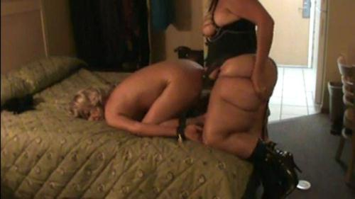 Old anal slut gets deep anal fisting from mistress Lynn (17.01.2017/Clips4sale.com/SD/540p)
