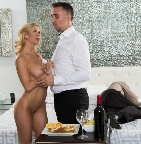 Alexis Fawx - While My Husband Was Passed Out  (RealWifeStories/Brazzers/HD/720p/1.33 GiB) from Rapidgator
