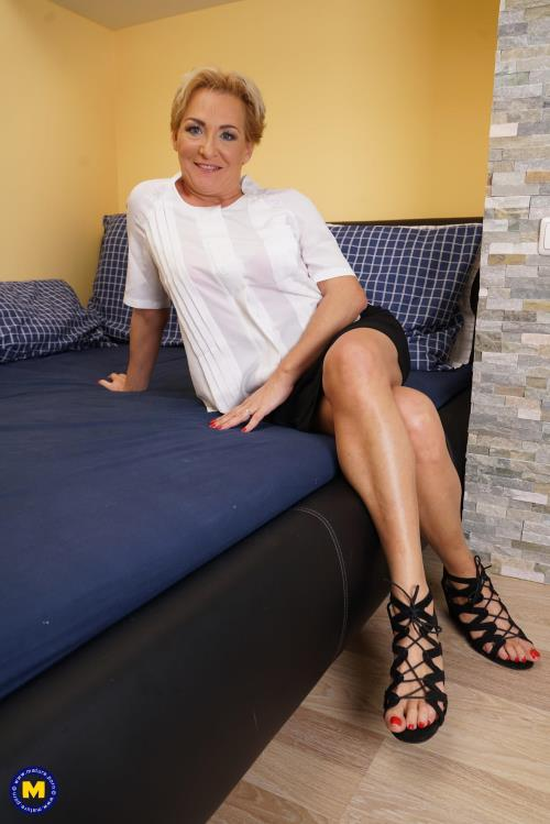 Jazmin (45) - Horny housewife fingering herself (Mature.nl) [FullHD 1080p]