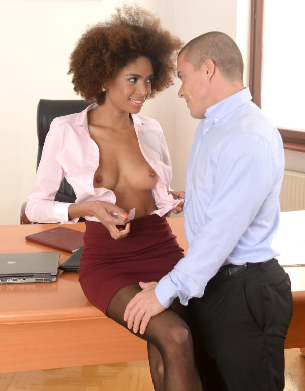 Luna Corazon - Interracial Office Orgasm  (PixandVideo/21Sextury/HD/720p/777 MiB) from Rapidgator
