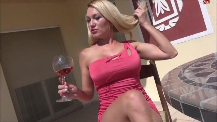 Lana-Giselle - Zum Sex Date Bestellt - Mit drunter Nix [HD] MDH