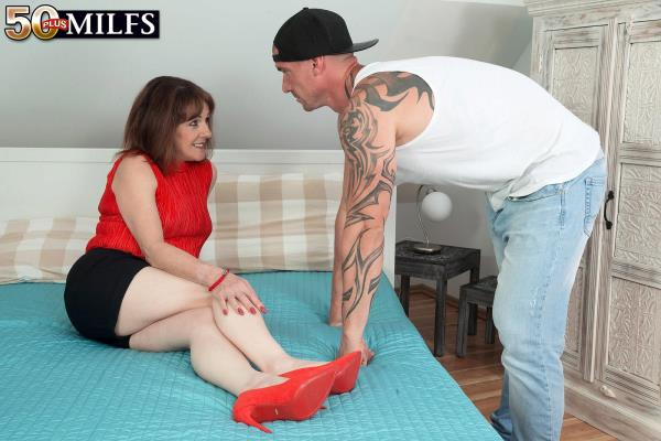Pandora Forget the pizza. This MILF is hungry for cock [PornMegaLoad 1080p]