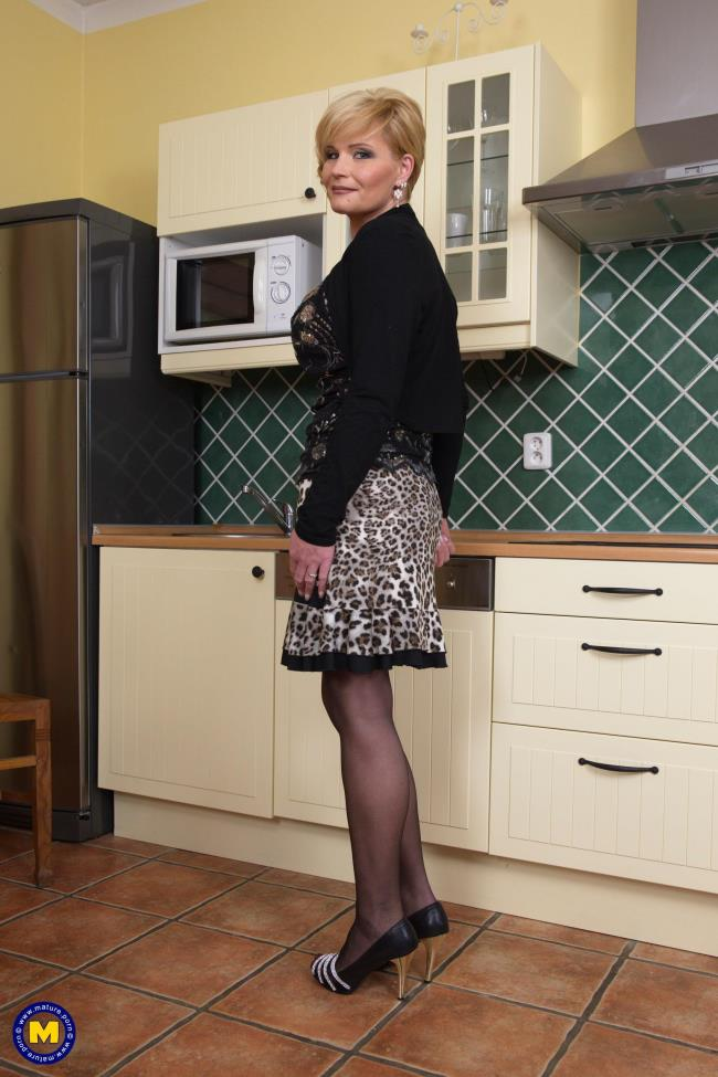 Margaux M. (44) - big breasted housewife fooling around [Mature.nl | 1080p]