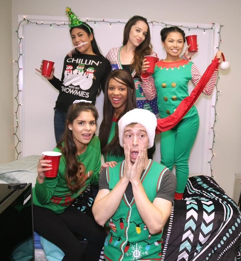 DareDorm: Cindy Starfall,Lexy Bandera,Katya Rodriguez - Holiday Cheer  [HD 720p] (1.32 GiB)